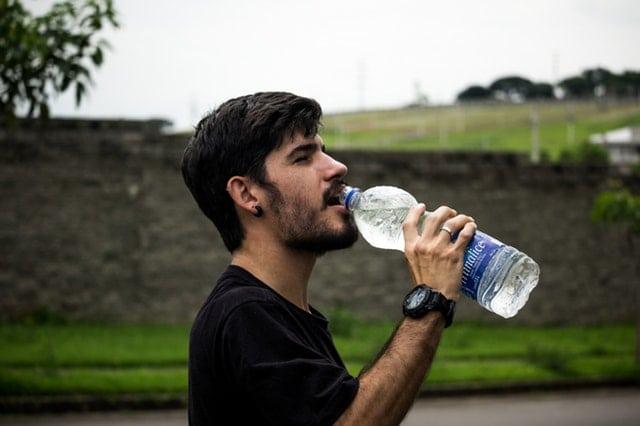Menyehatkan, Ini Penjelasan 8 Manfaat Minum Air Putih di Pagi Hari
