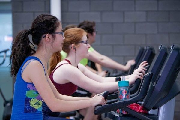 rajin olahraga menghilangkan bau badan