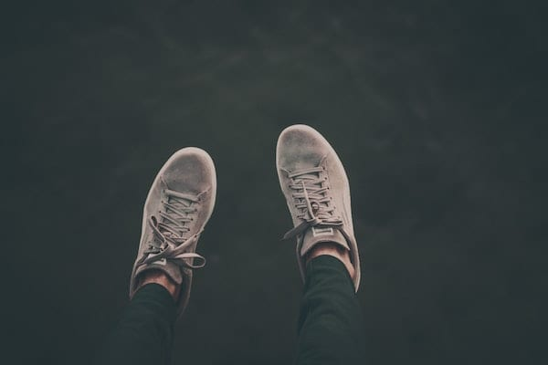 cara cuci sepatu suede