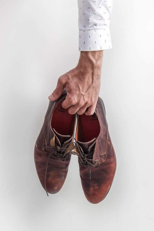 cara merawat sepatu kulit
