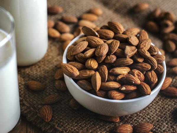 almon baik untuk penderita asam lambung