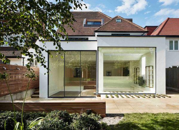 rumah dengan fasad kaca minimalis