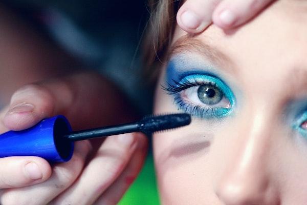 make up tebal
