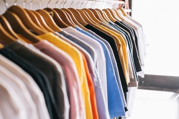 pilih pakaian yang dibutuhkan