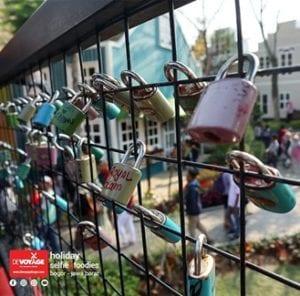 Jembatan dan Gembok Cinta
