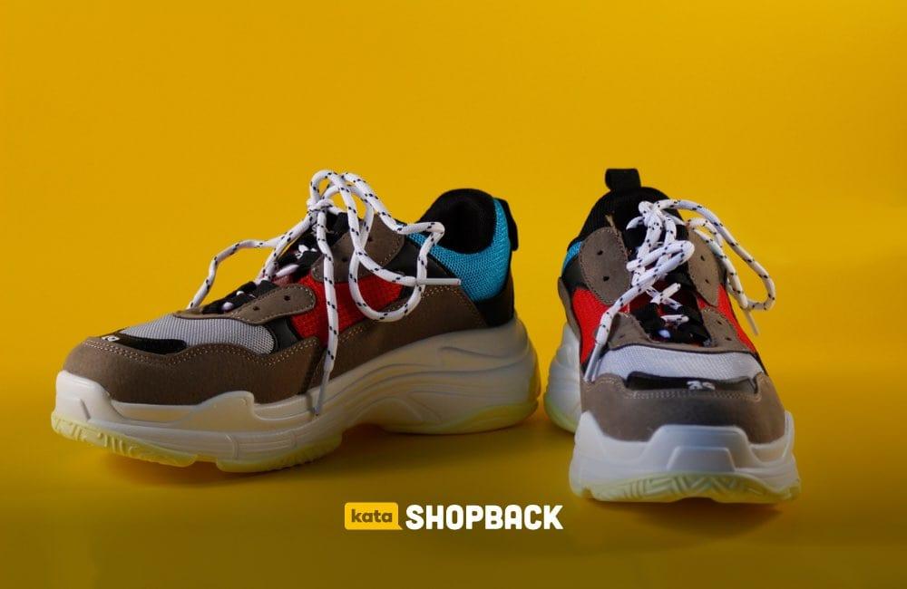 Model Sneakers