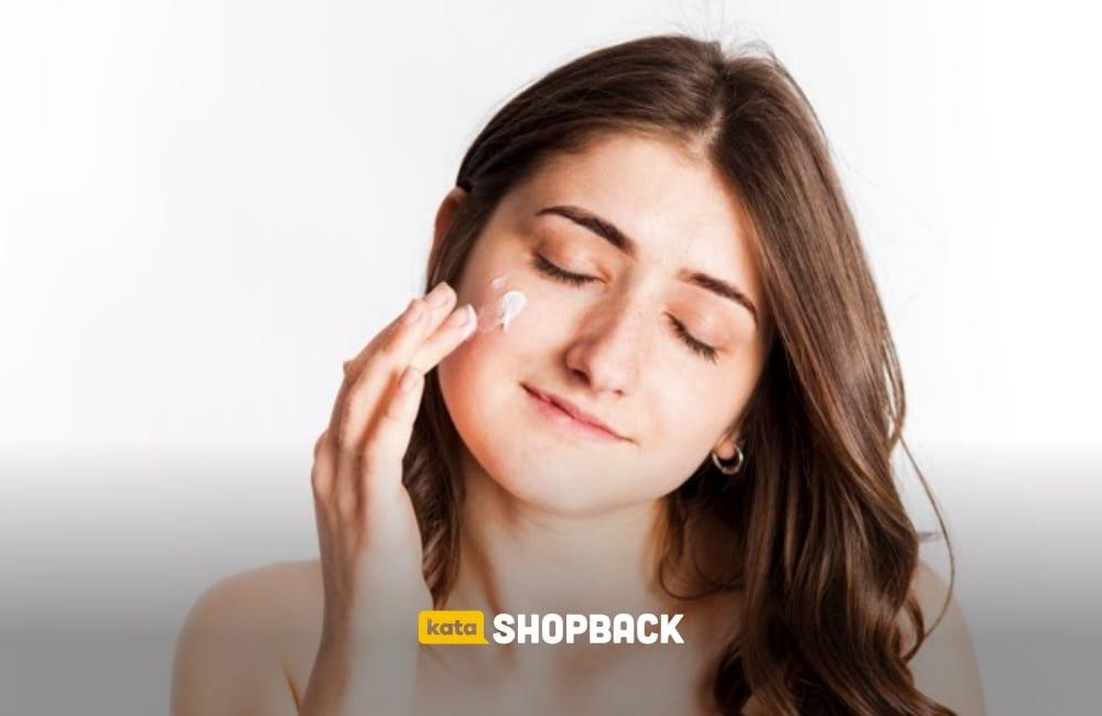6 Sunscreen untuk Kulit Kering yang Juga Dapat Melembapkan