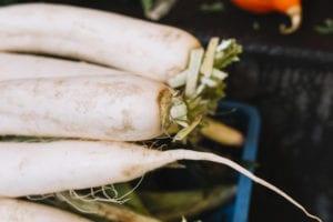 Mengonsumsi lobak putih
