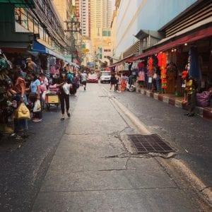 Pasar Pagi Pratunam dan Kawasan Perbelanjaan Platinum