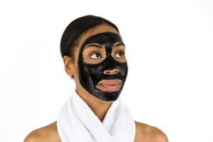 Gunakan masker alami buatan sendiri