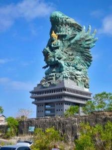 Memiliki Patung Garuda Wisnu