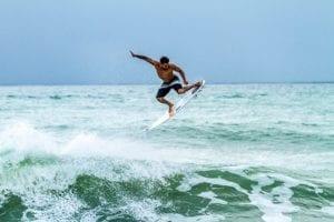 Menjajal Serunya Surfing