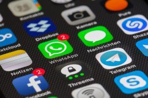 baterai ponsel Menghindari Aplikasi yang Banyak Iklan