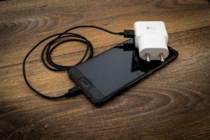 baterai ponsel Tidak Mengisi Baterai Sampai Penuh