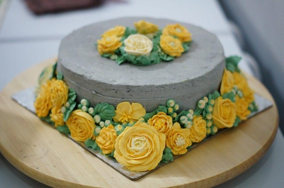 menghias kue tart