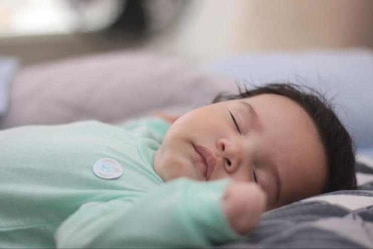 Cara mengatasi bayi demam dan pilek