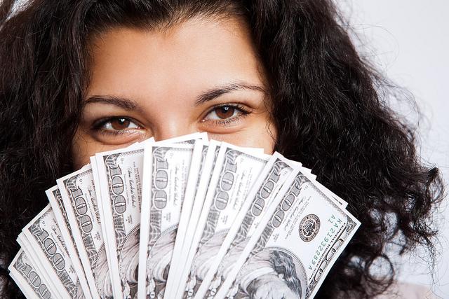 girl-holding-money