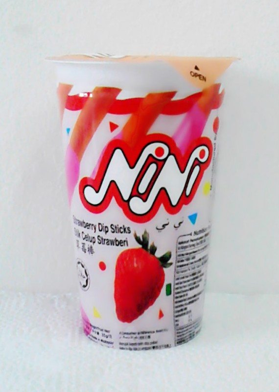 NiNi Strawberry Dip Sticks