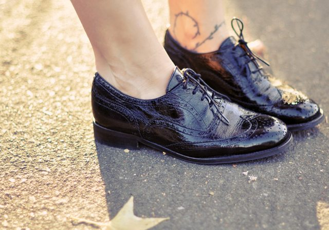 black patent leather lace up oxford shoes