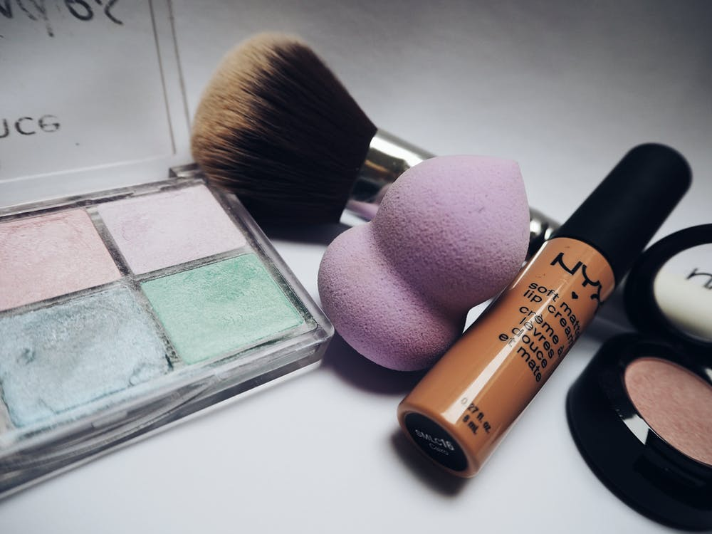 Remove your makeup effectively with these products and tips!