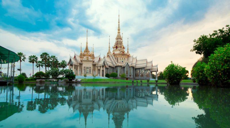 Bangkok monastery by the waters