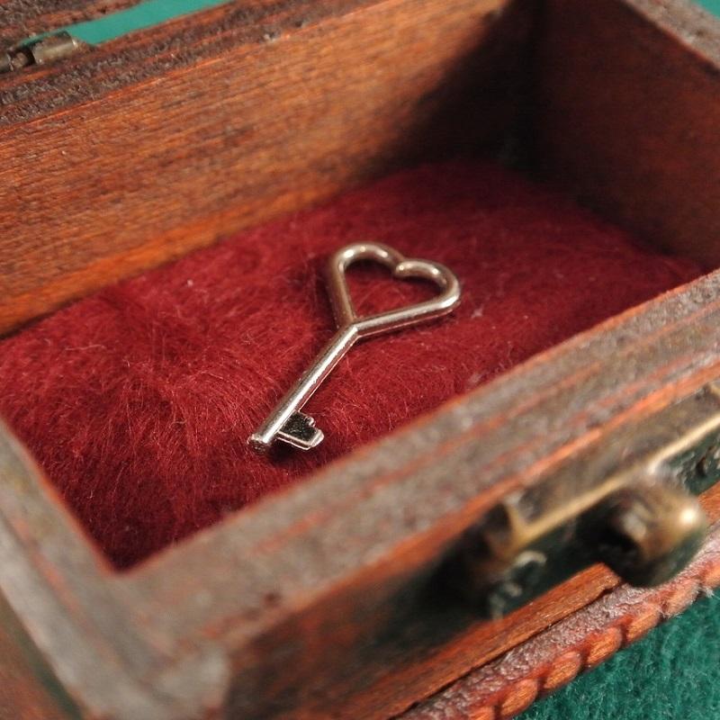 Treasure Chest Heart Romance Love Key