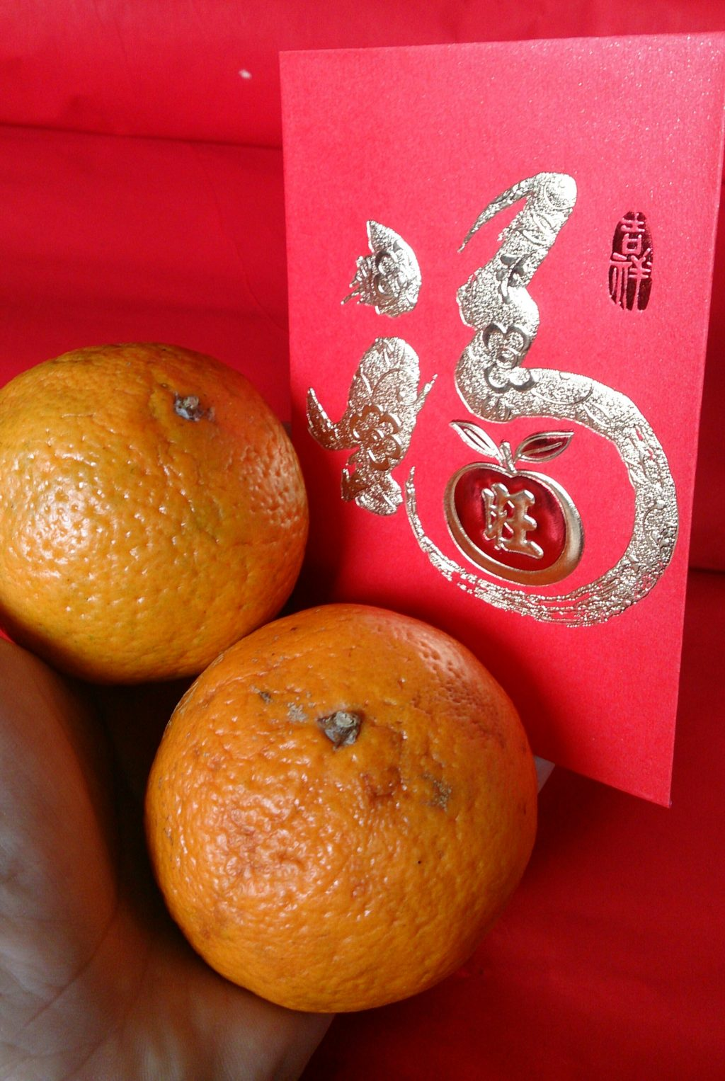 Ang pao packet and oranges