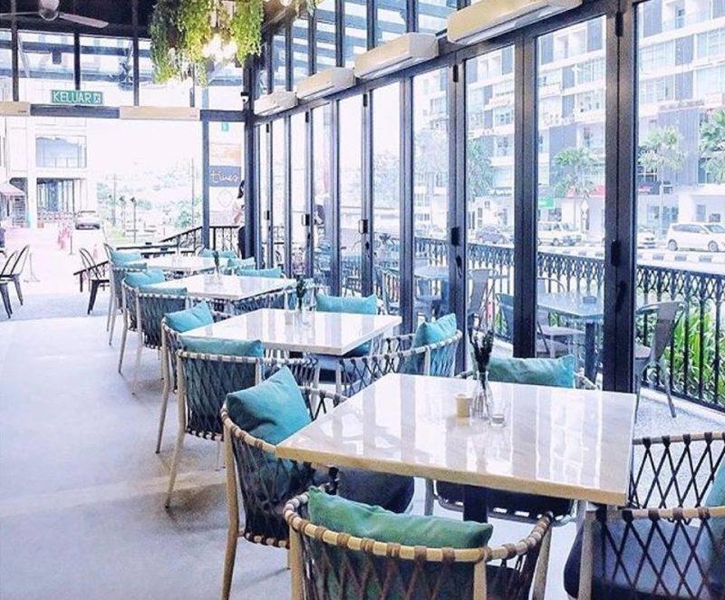 natural lighting restaurant