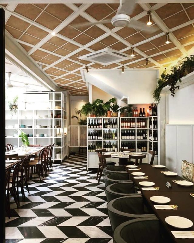 natural lighting restaurant decor