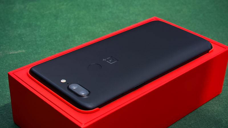 OnePlus 5T in red box