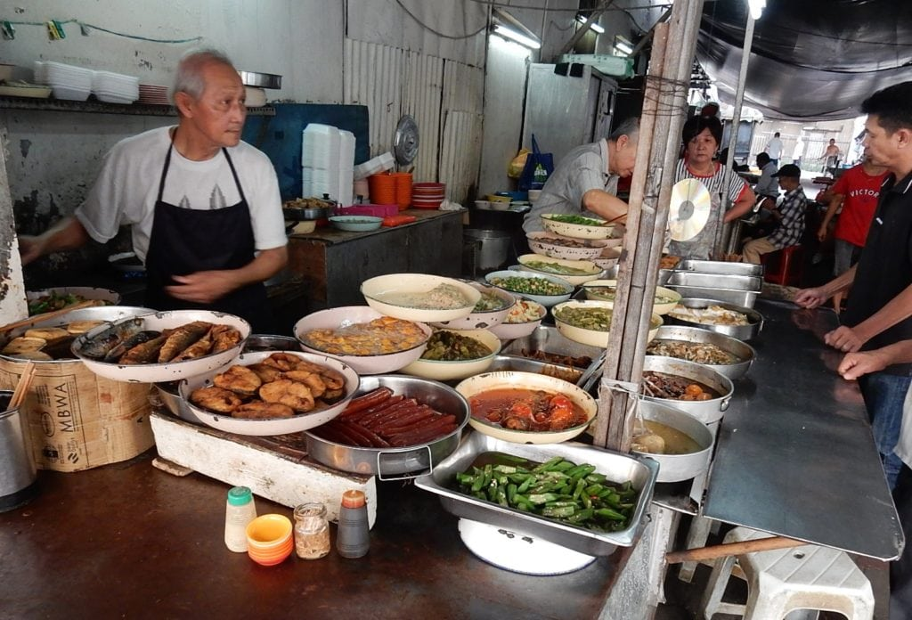 Dishes served by seller in market