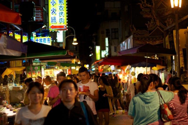 shilin night market crowded