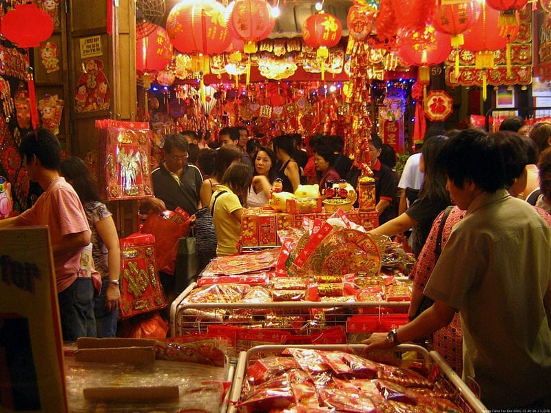 people shopping Chinese new year
