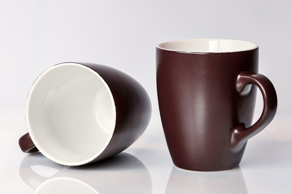 2 clean coffee mugs