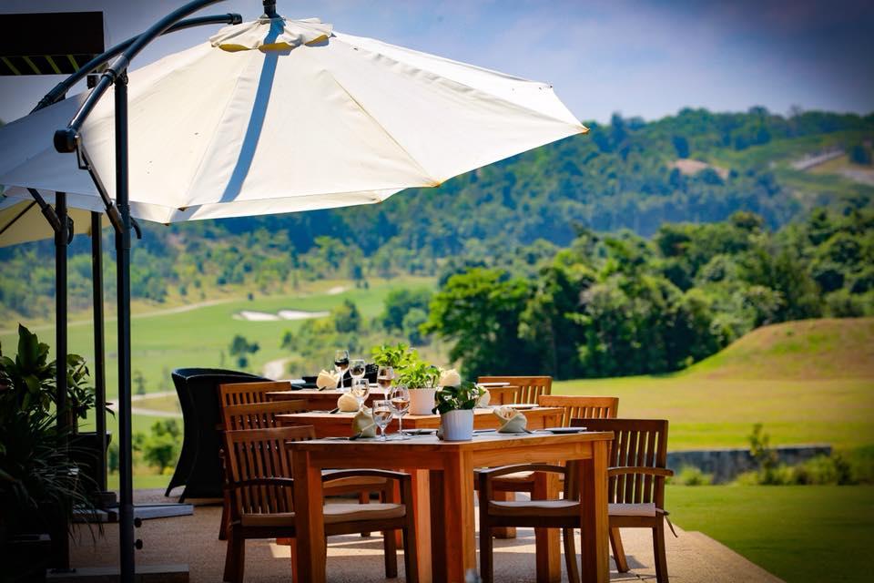 View of restaurant overlooking the greens