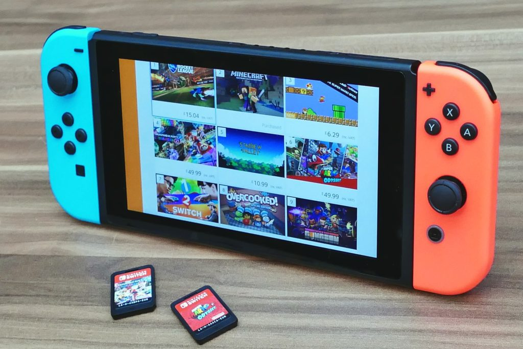 Switch with 2 game cartridges in front