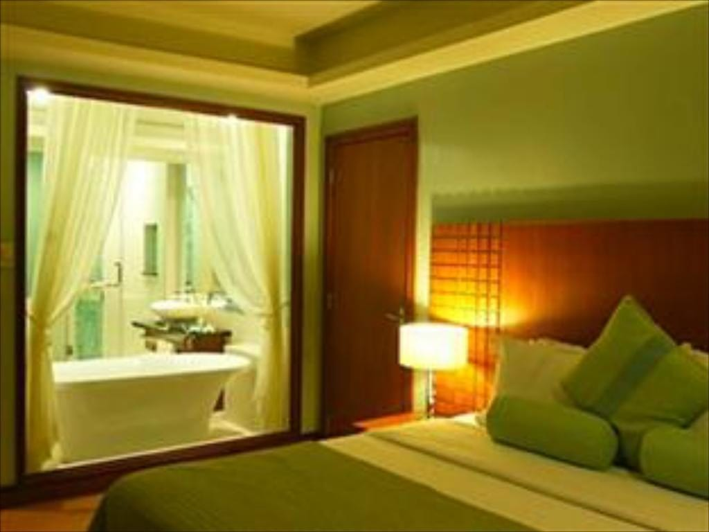 Room interiors at Lighhouse Marina Resort with bed and view of bathroom