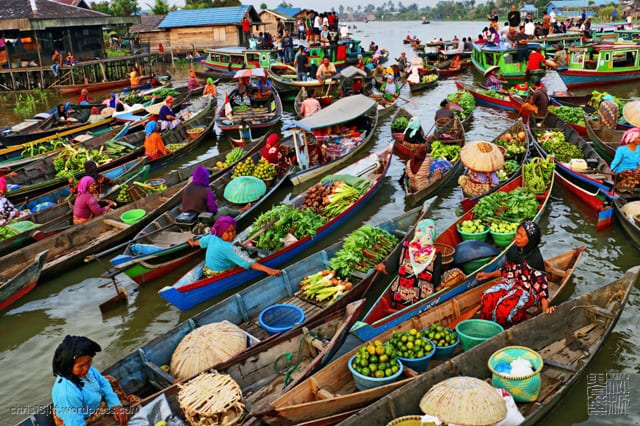 Muara Kuin floating market