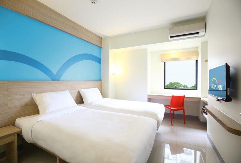 hop inn hotel room