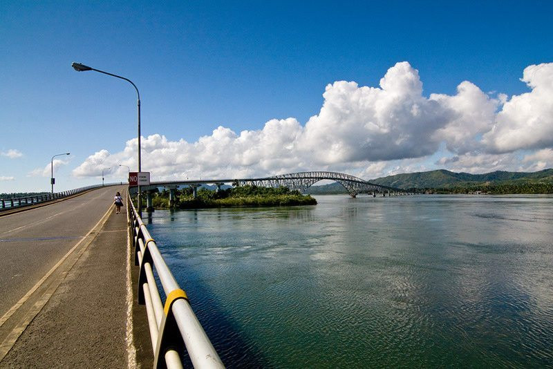 Driving to the San Juanico Bridge on a sunny day