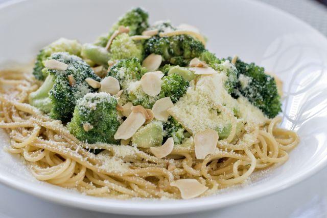Spaghettini with Broccoli and Toasted Nuts