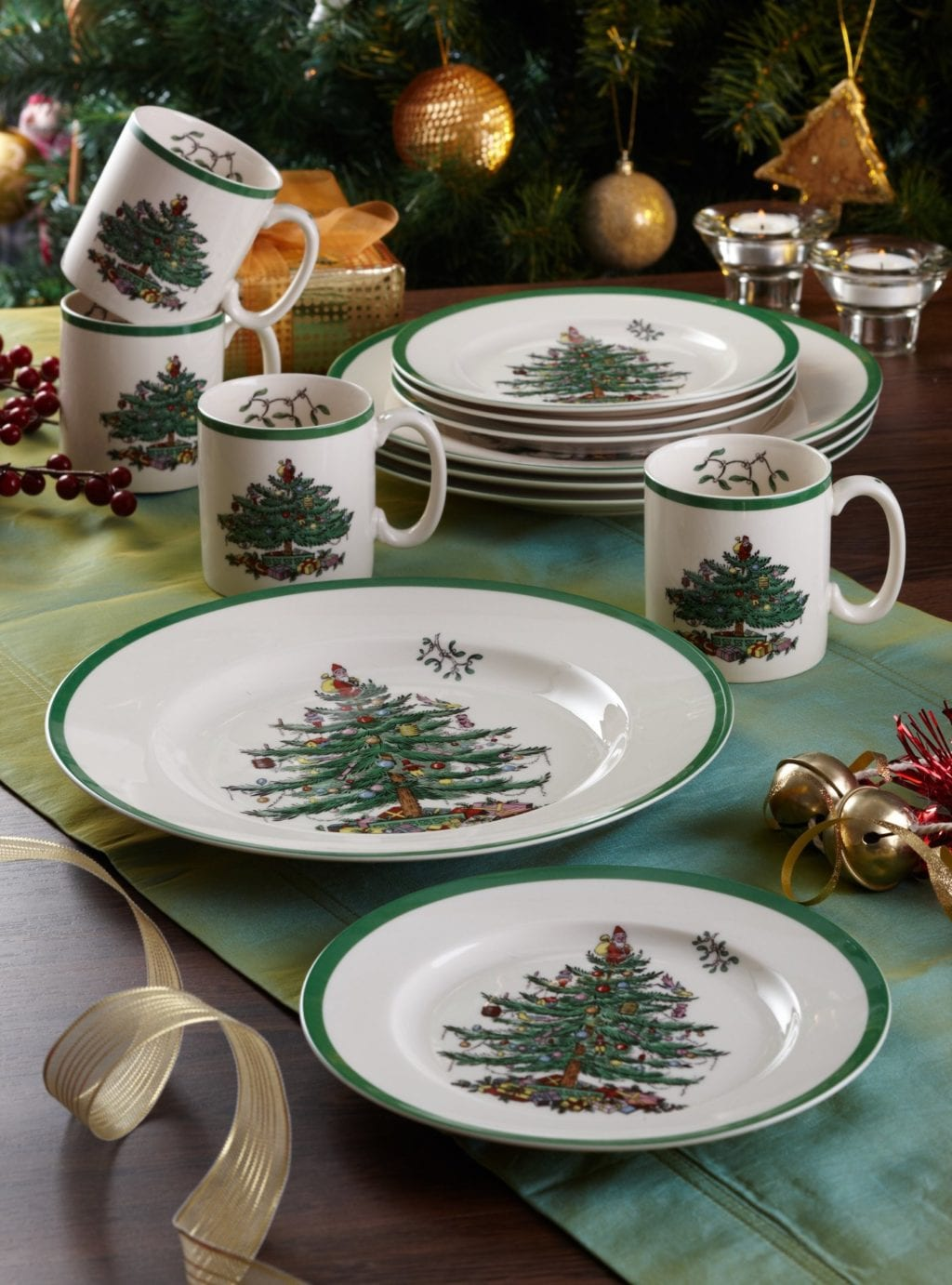 set of Christmas dinnerware