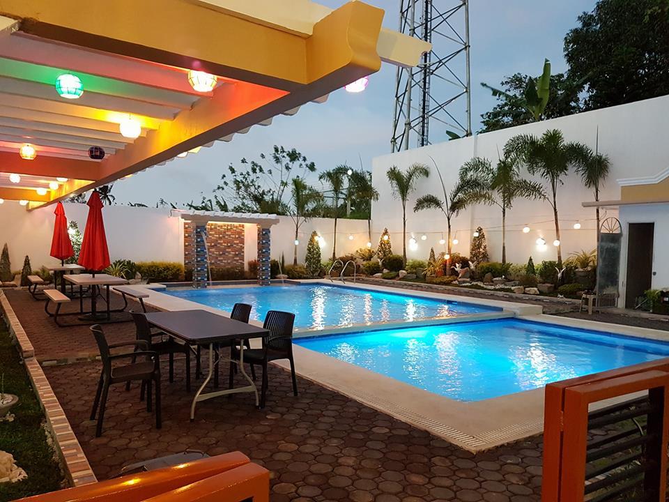 Hotel Georgina Tagaytay pool