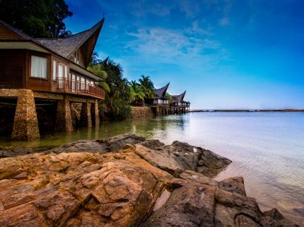 10 Hotels Abroad Under S$100 That Are WAY Better Than A Staycation!