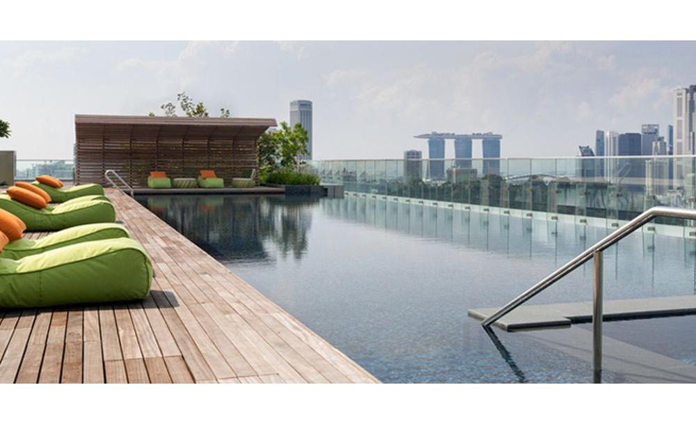 Agoda 5 stunning infinity pools besides mbs in singapore for Hotel with swimming pool on roof singapore