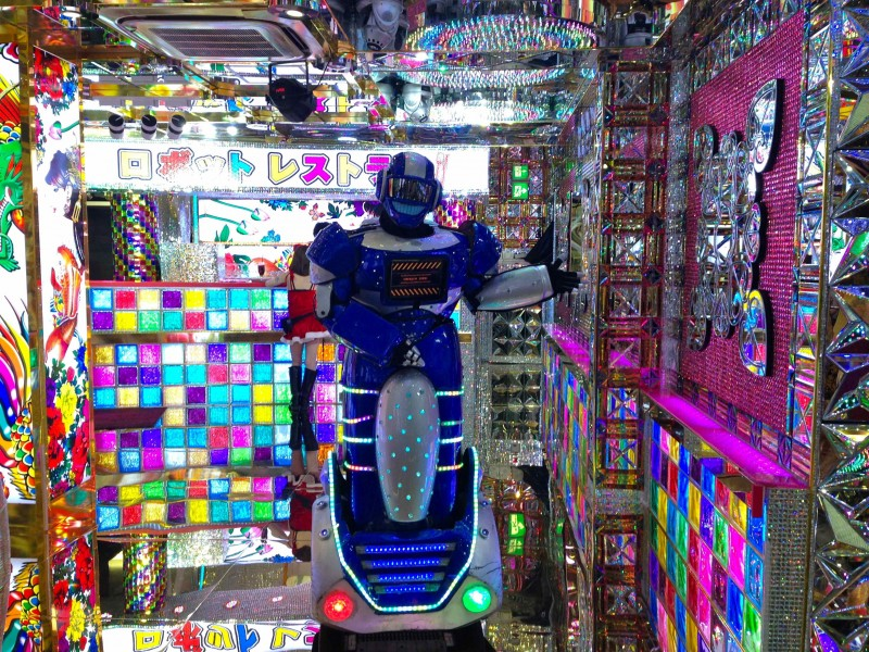 Robot-Restaurant-Tokyo