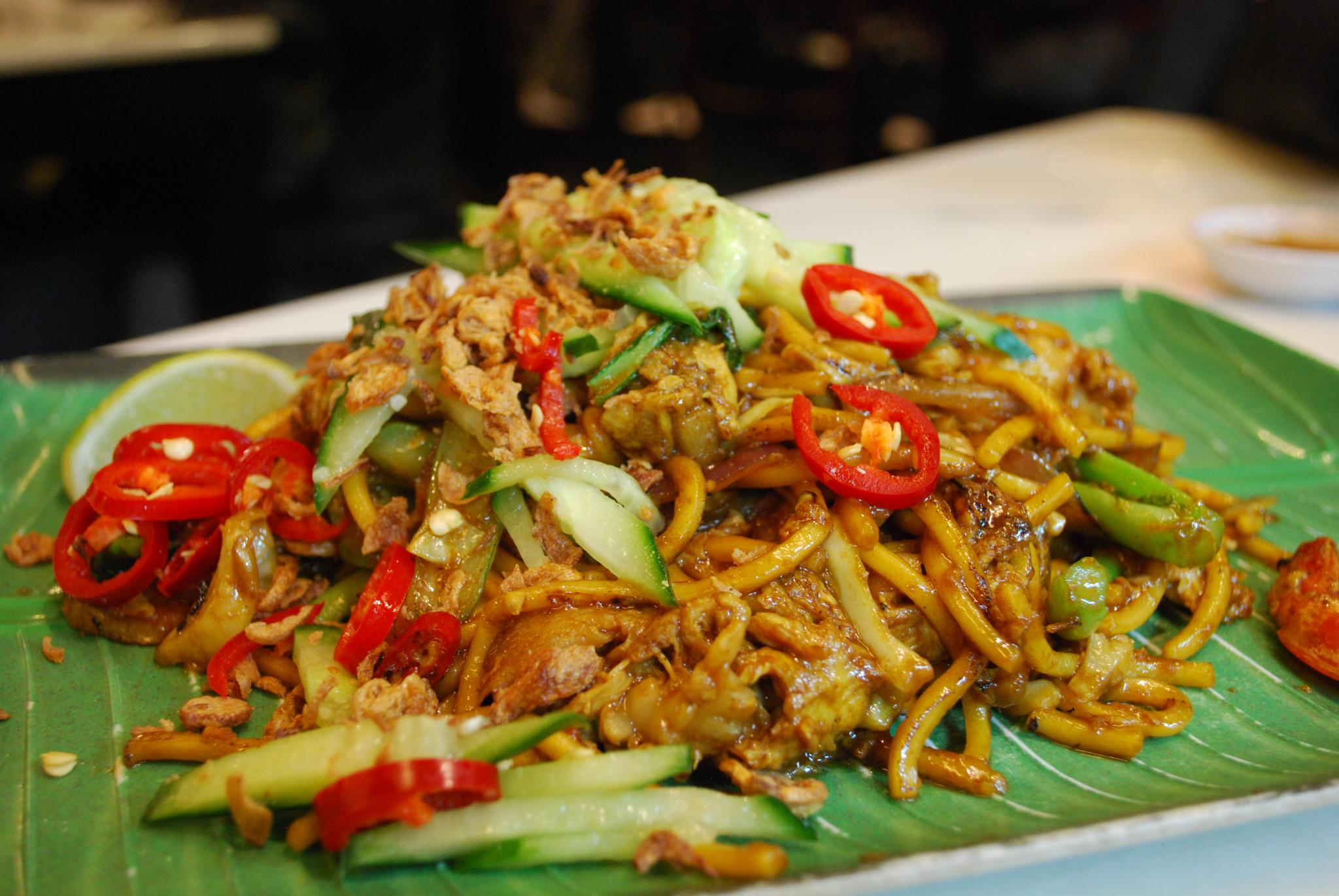 brown mee goreng fried noodles chili cucumber singapore malaysia indonesia traditional street hawker food