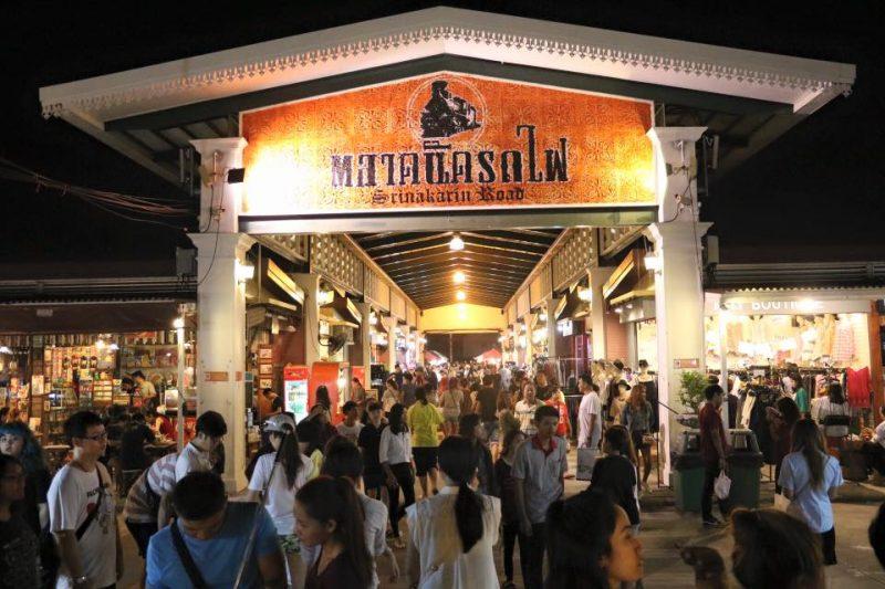 Rot Fai Night Market, Srinakarin