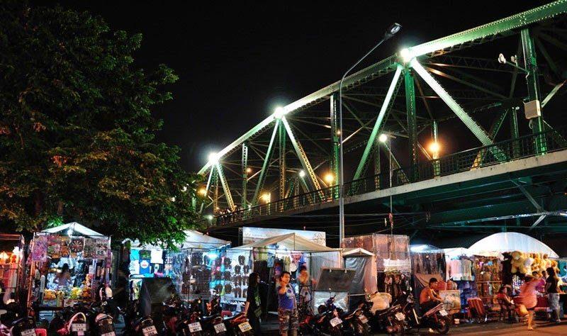 Saphan Phut Night Market (Memorial Bridge Market)