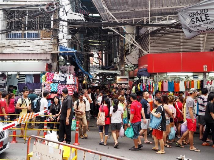 Pratunam night market